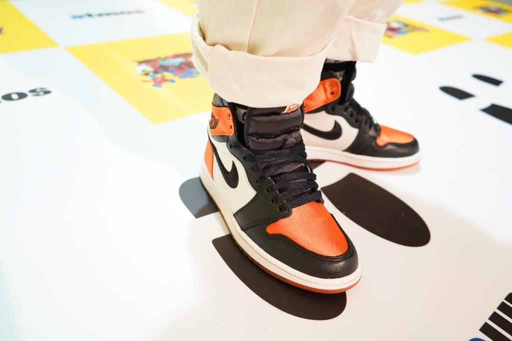 スニーカー女子 スタイルスナップ atmos con vol.7 (Style_Snap_Maiky.17_Air Jordan_Air Jordan 1 Satin Shattered Backboard)