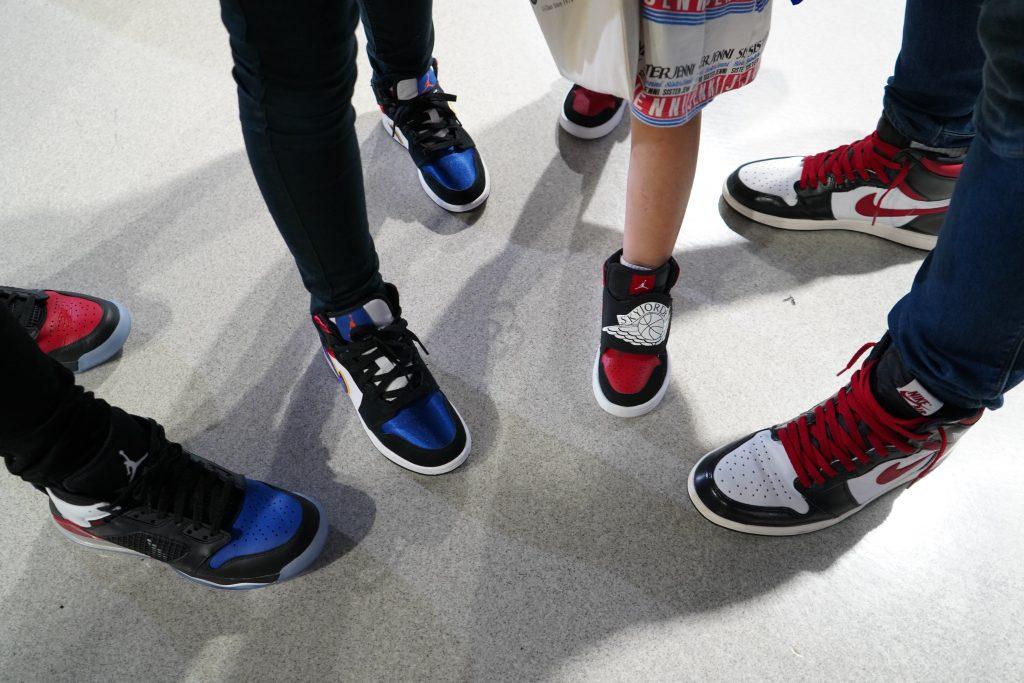 アトモスコン 7 スナップ写真 (atmoscon-vol.7-sneaker-girl-style-snap-Jordan_family of 4)