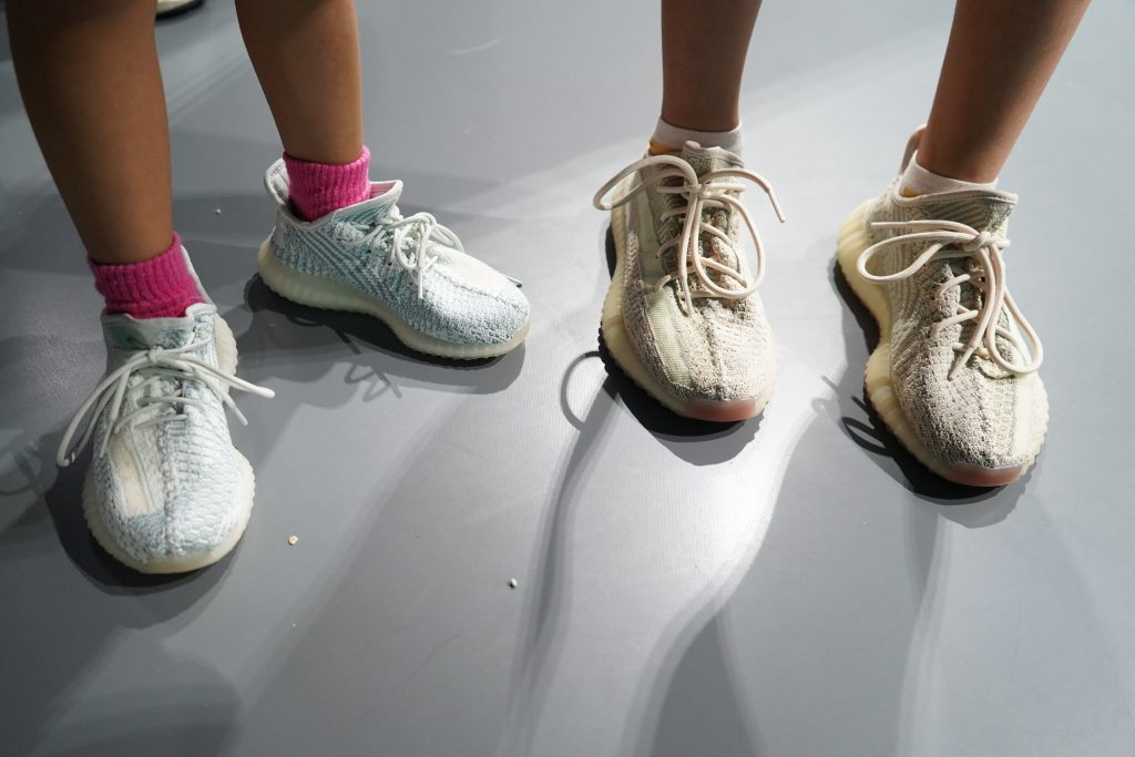 atmoscon-vol.7-sneaker-girl-style-snap-HInako-Miyo_yeezy_sneakers