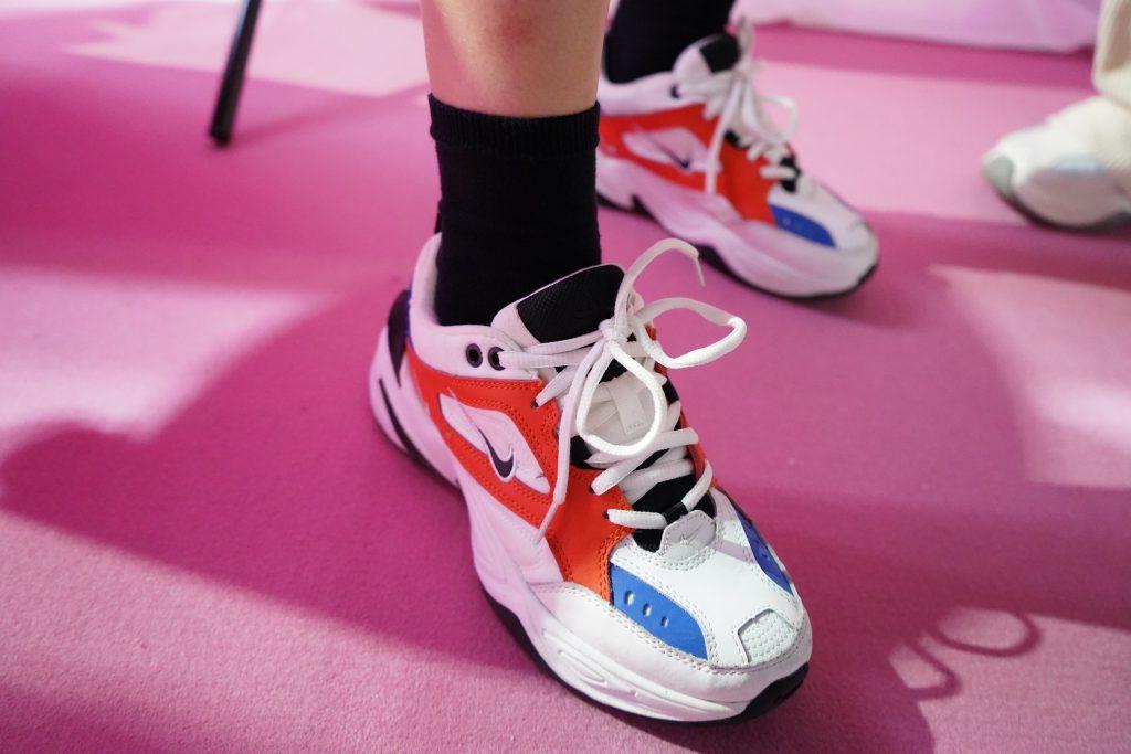 アトモスコン 7 スナップ写真 (atmoscon-vol.7-sneaker-girl-style-snap_Nike MK2_Tekno_orange)