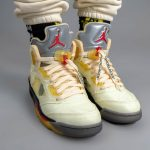 """オフホワイト × ナイキ エア ジョーダン 5 """"セイル"""" Off-White × Nike Air Jordan 5 """"Sail"""" DH8565-100 on-feet front"""