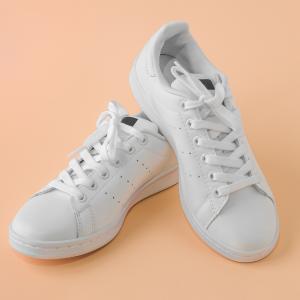 革靴風スニーカーやマットなレザー仕様が人気:Sneakers_for_work_ladies_workshoes