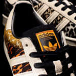 """アトモス × アディダス オリジナルス スーパースター """"クレイジー アニマル パック"""" コア ブラック/オフ ホワイト/オレンジ(FY5232) atmos-adidas-superstar-crazy-animal-FY5232-1-logo closeup"""