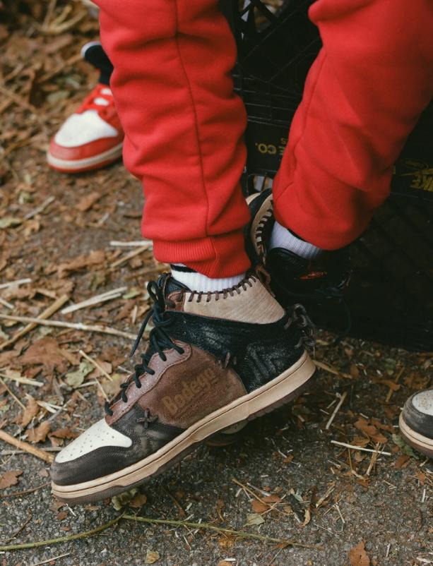 ボデガ × ナイキ ダンク ハイ Bodega-Nike-Dunk-High-Fauna-Brown-Rustic-Velvet-Brown-Multi-Color-CZ8125-200 CZ8125-200 wearing 3