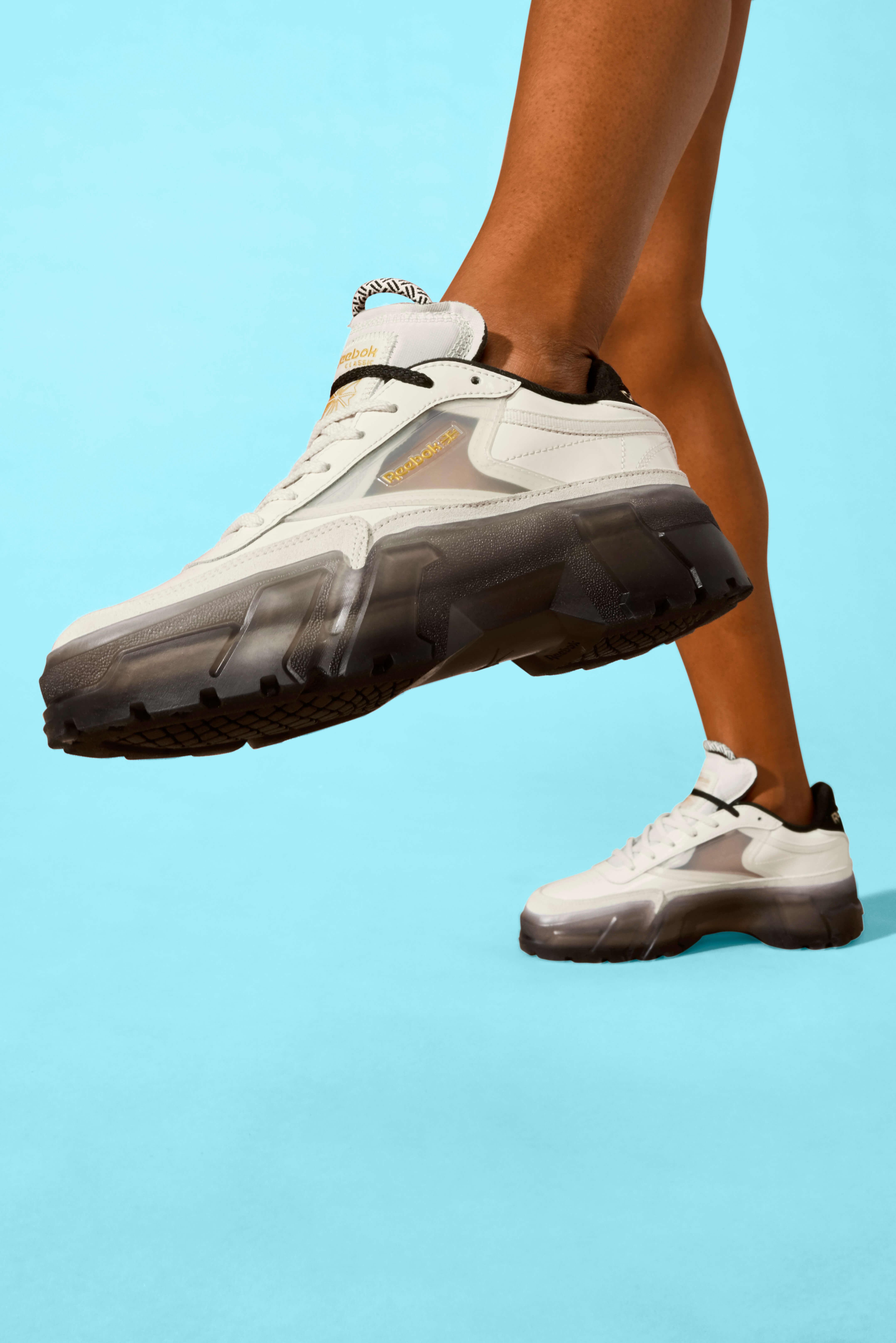 Reebok CLASSIC x Cardi B カーディ・B クラブ シー Cardi B Club C Shoes コラボ image product on-feet