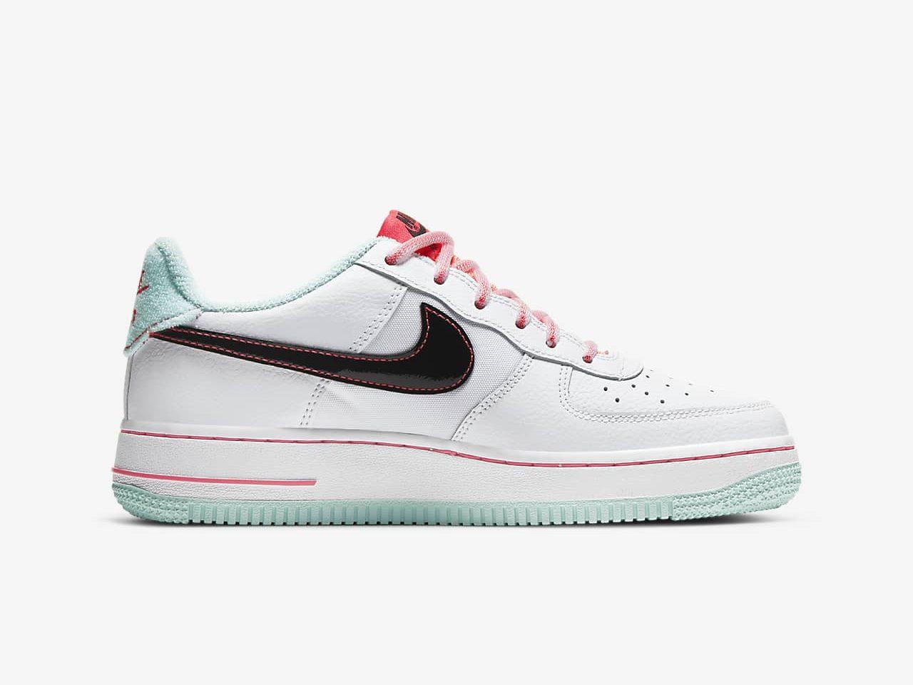 ナイキ エア フォース 1 ホワイト フラッシュ クリムゾン アトミック ピンク Nike Air Force 1 07 LV8 White Flash Crimson Atomic Pink DD7709-100 side right