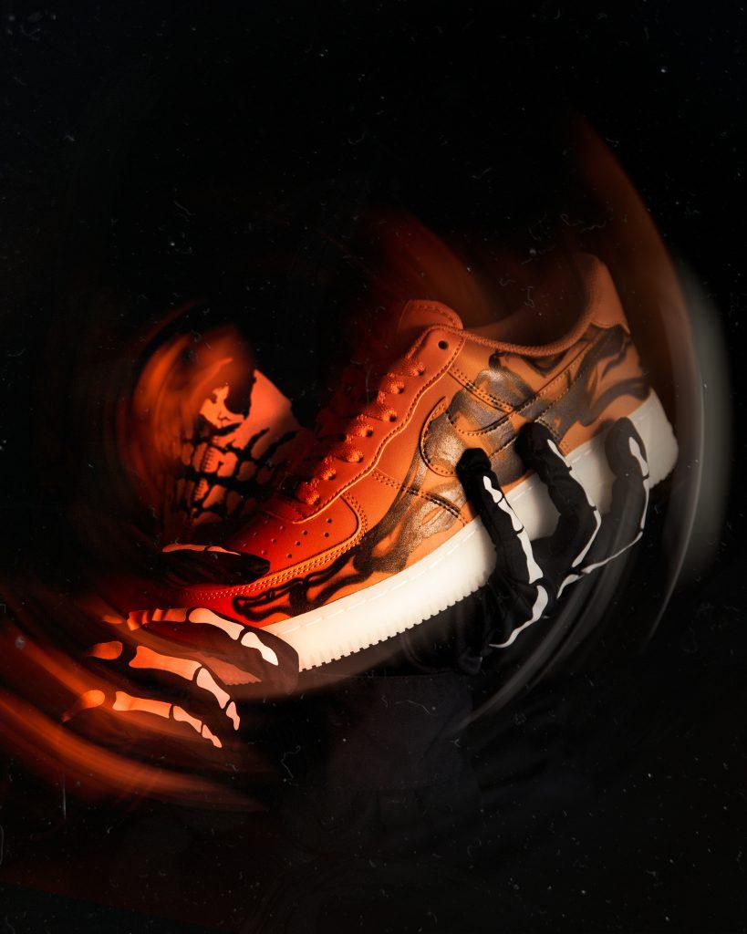 ナイキ エア フォース 1 オレンジ スケルトン ハロウィン 2020年 Nike Air Force 1 Orange Skeleton Halloween 2020 image side
