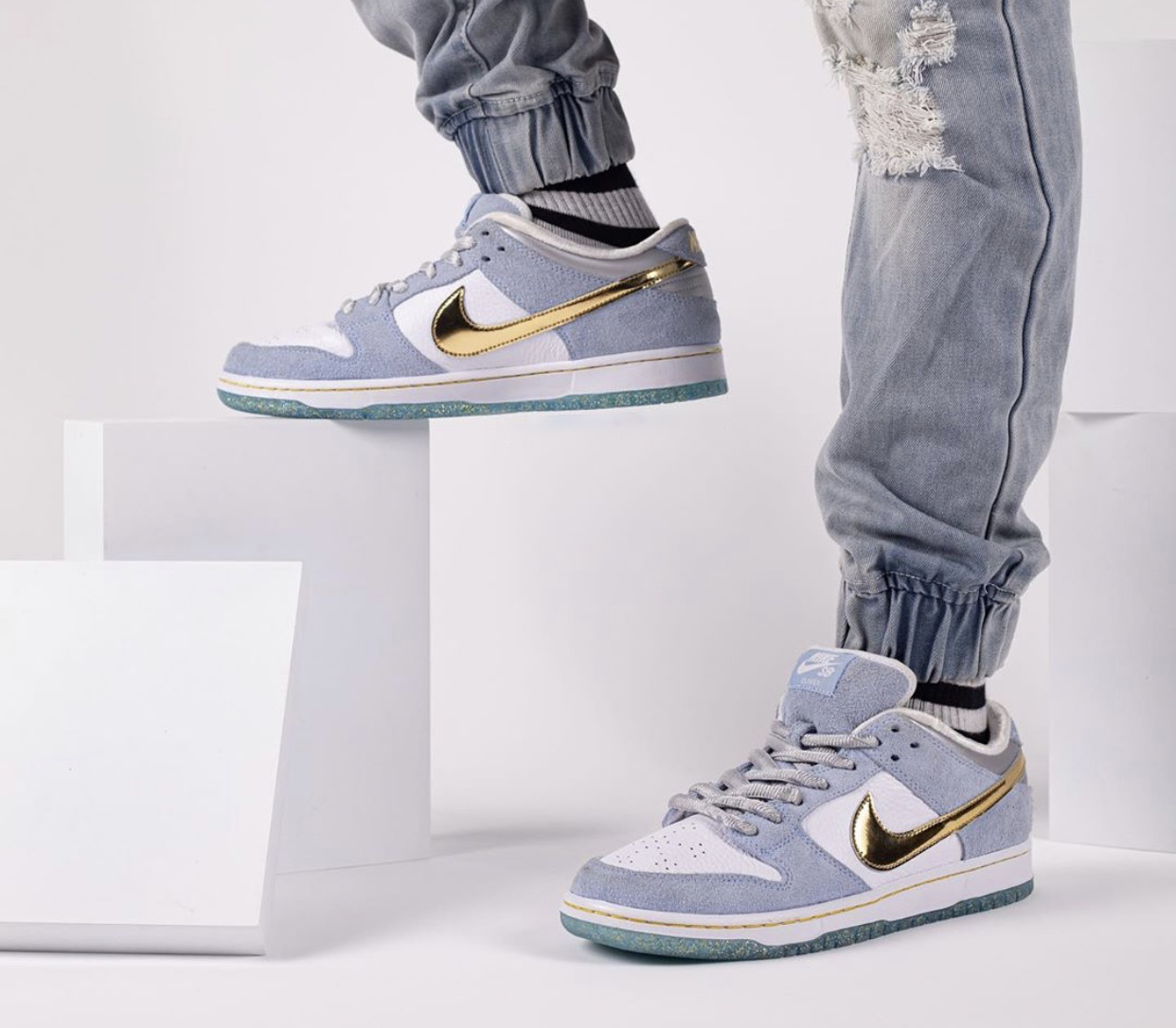 Sean-Cliver-Nike-SB-Dunk-Low-DC9936-100-wearing7