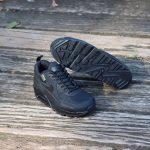 ナイキ エア マックス90 サープラス ブラック nike-air-max-90-surplus-pack-cq7743-001-pair-on-wood