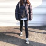 【ダウン×スニーカー】秋冬コーデ!おしゃれに決まるバランスは? down_jacket_styles_for-ladies_sneakers