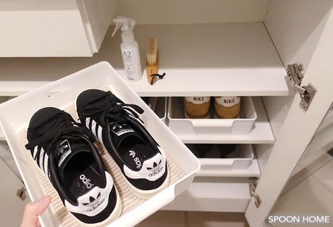 ラッセバスケットで引き出しやすく sneakers_interior_ideas_13