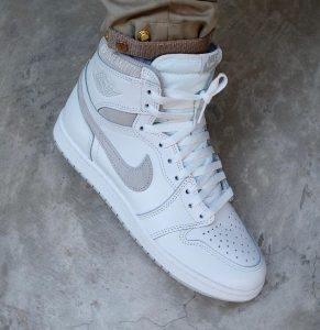 """ナイキ エアジョーダン1 ハイ 85 """"ニュートラルグレー""""-Nike-Air-Jordan-1-High-85-Neutral-Grey-BQ4422-100-2021-side-on-foot"""