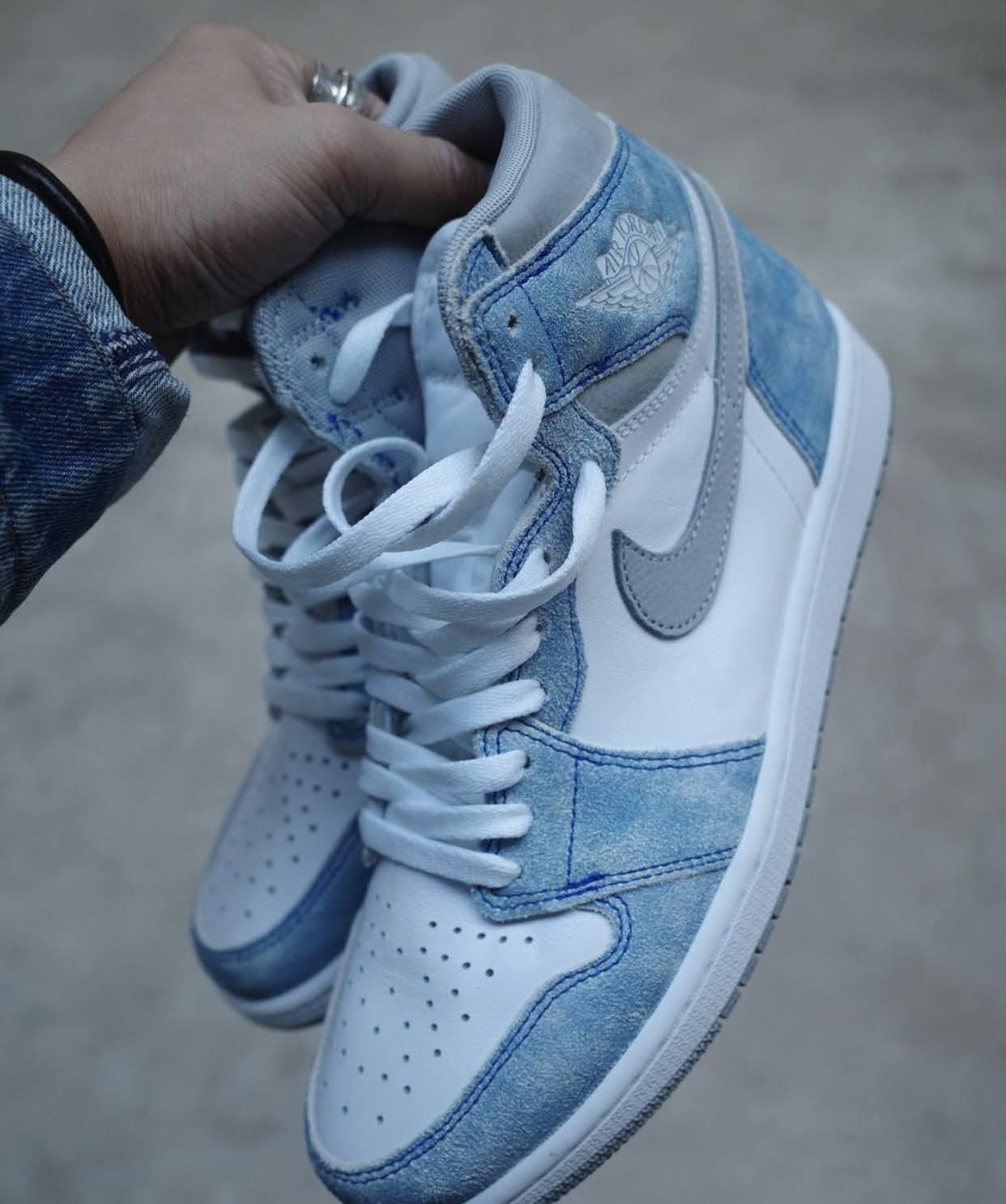 """ナイキ エア ジョーダン 1 ハイ OG """"ハイパーロイヤル"""" Nike-Air-Jordan-1-Hyper-Royal-555088-402-3-pair-side"""