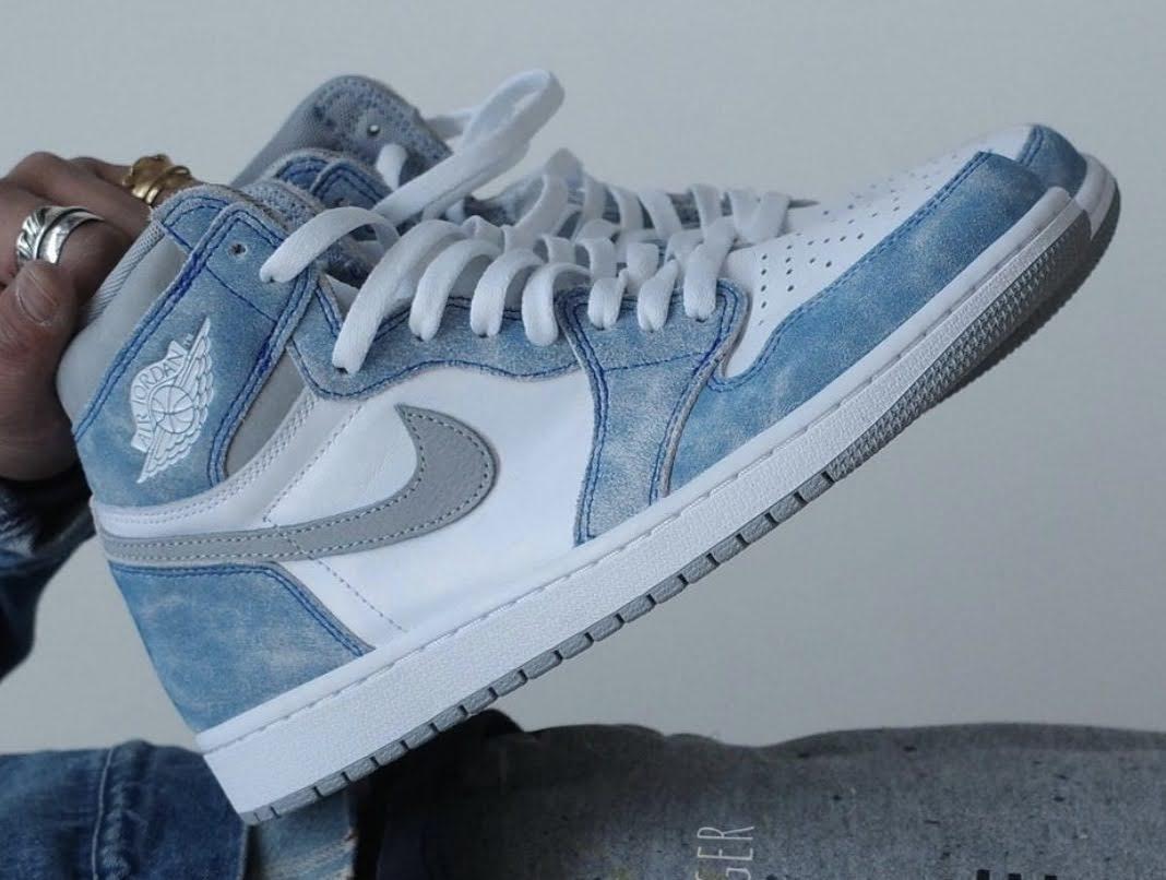 """ナイキ エア ジョーダン 1 ハイ OG """"ハイパーロイヤル"""" Nike-Air-Jordan-1-Hyper-Royal-555088-402-1-side"""