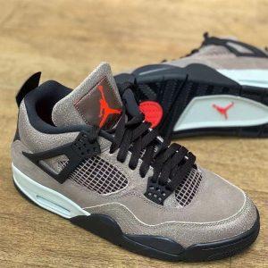 """ナイキ エア ジョーダン 4 """"タープヘイズ""""-Air-Jordan-4-Taupe-Haze-DB0732-200-Release-Date-pair-sole-on-wood-floor"""