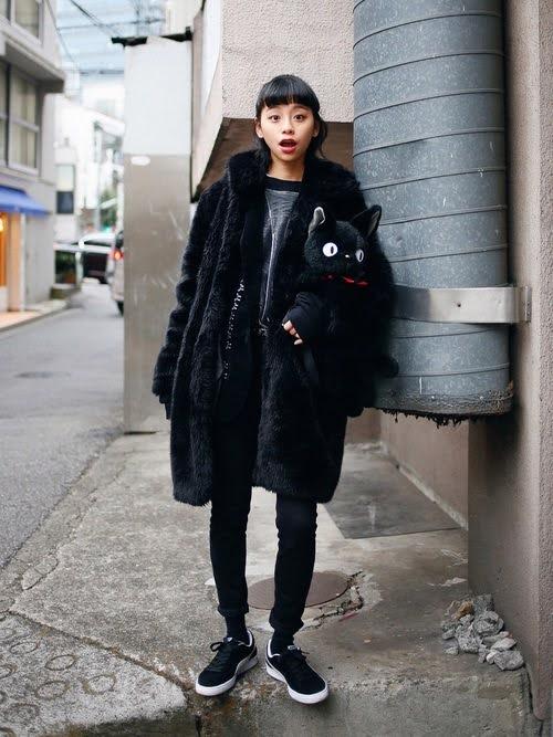 ブラック 黒 スニーカー レディース おすすめ コーデ モデル ブランド Black-Sneakers-for-Women
