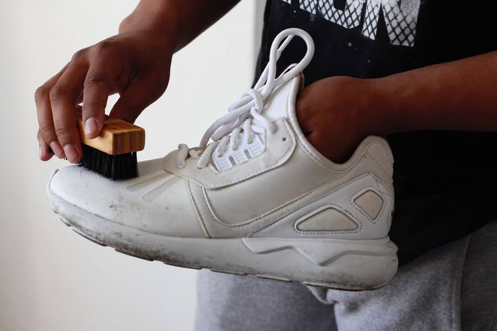 スニーカー シューズブラシ 靴洗い 専用 おすすめ 人気 Brush-to-clean-sneakers