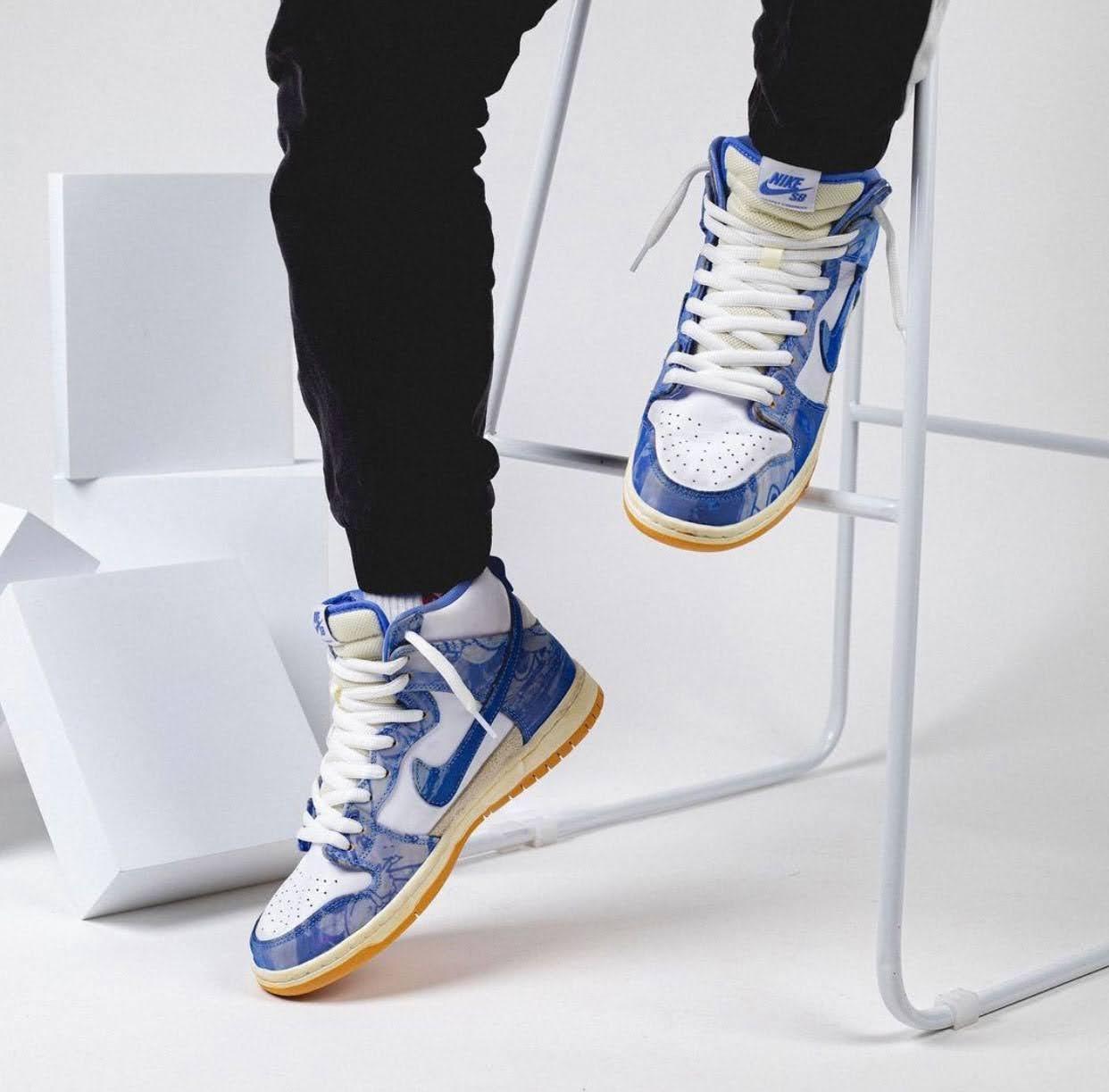 カーペット カンパニー × ナイキ SB ダンク ハイ Carpet-Company-x-Nike-SB-Dunk-High-CV1677-100-pair-on-foot-chair
