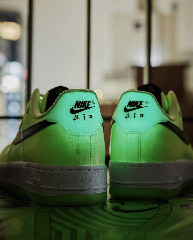 ナイキ ウィメンズ エア フォース 1 '07 LX Nike WMNS Air Force 1 '07 LX-heel-glowing-6