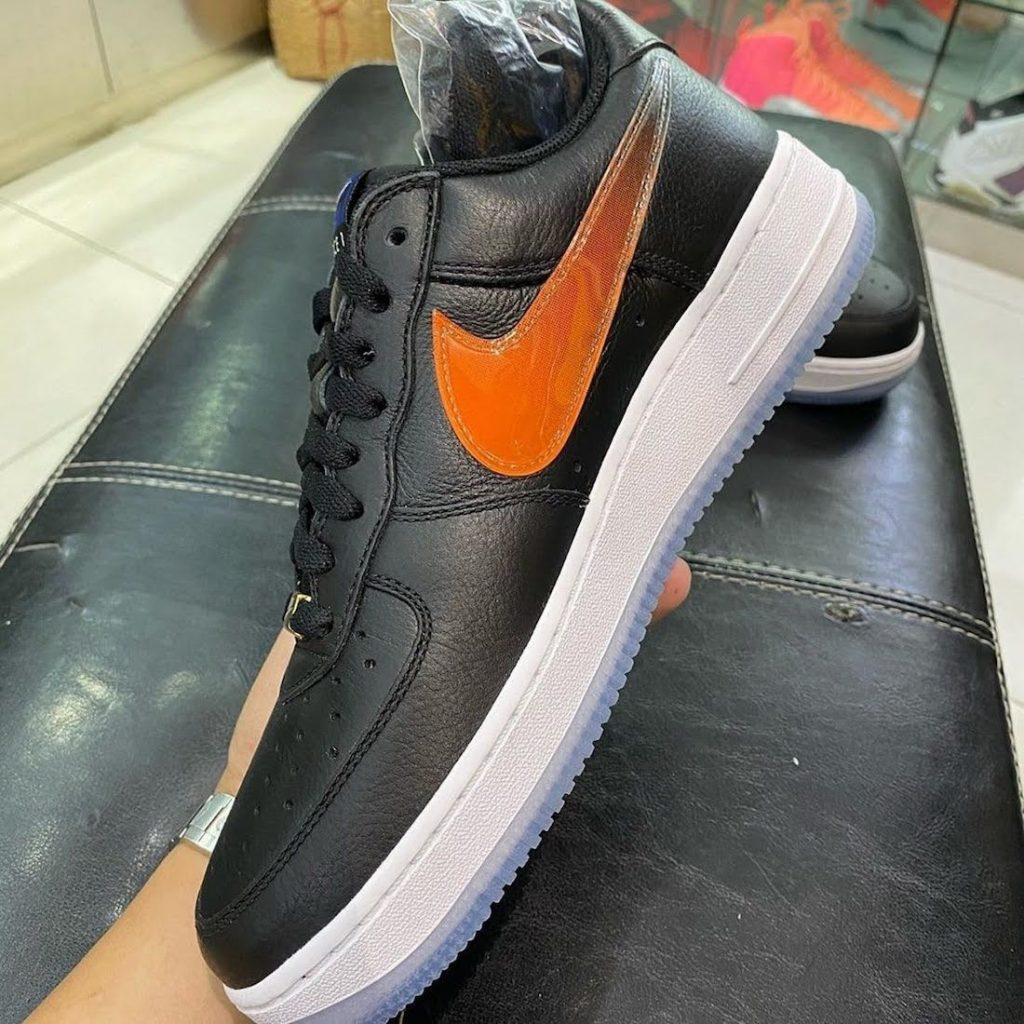 """キス x ナイキ エア フォース 1 ロー """"NYC""""-Kith-Nike-Air-Force-1-Low-NYC-Black-CZ7928-001-side-orange"""