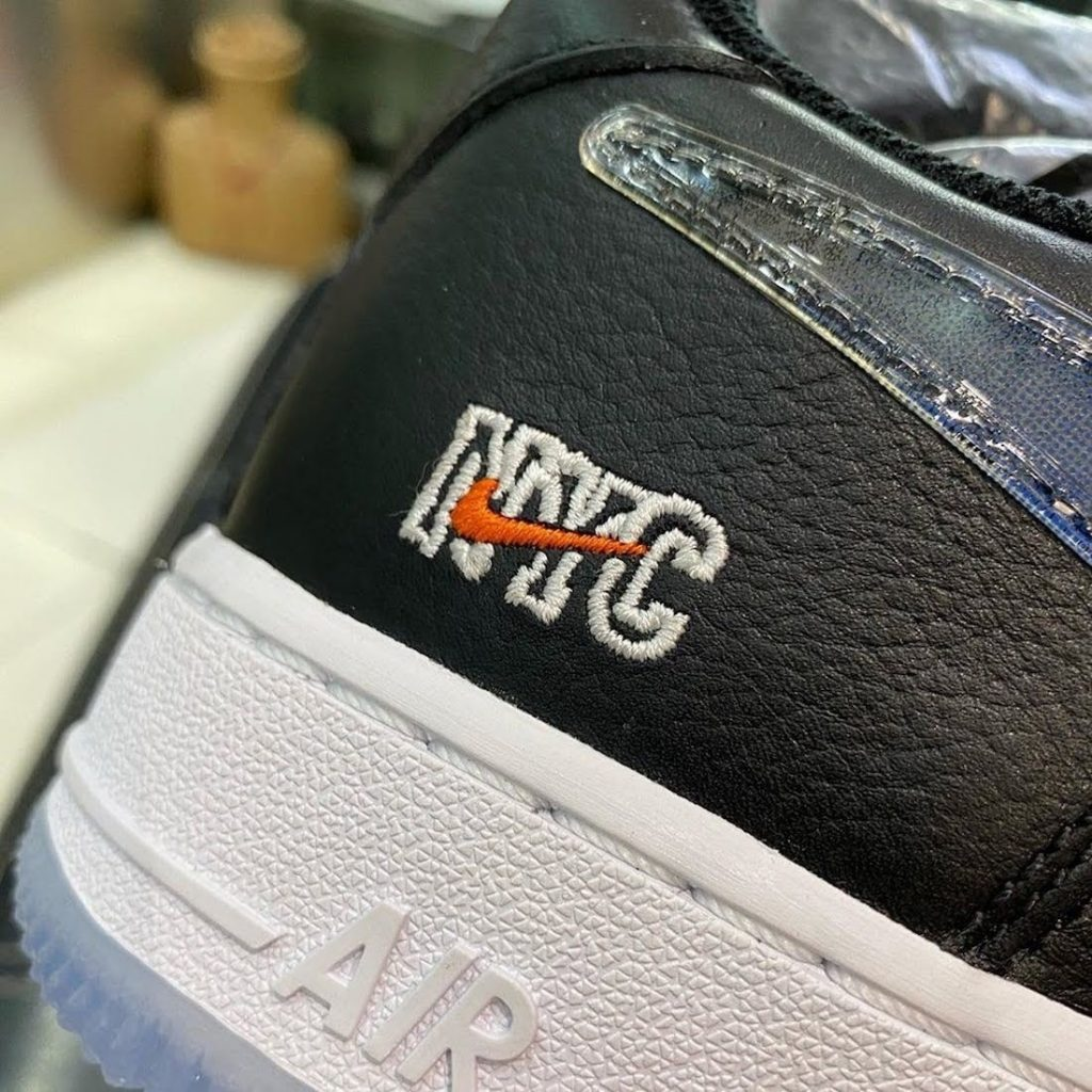 """キス x ナイキ エア フォース 1 ロー """"NYC""""-Kith-Nike-Air-Force-1-Low-NYC-Black-CZ7928-001-nyc-logo"""