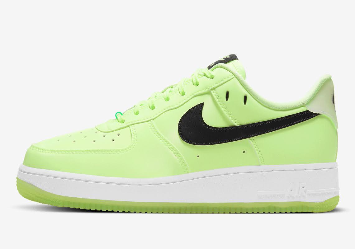ナイキ エア フォース 1 ハブ ア ナイキ デー グロー イン ザ ダーク グリーン Nike-Air-Force-1-glow-in-the-dark-have-a-nike-day-CT3228-701 side