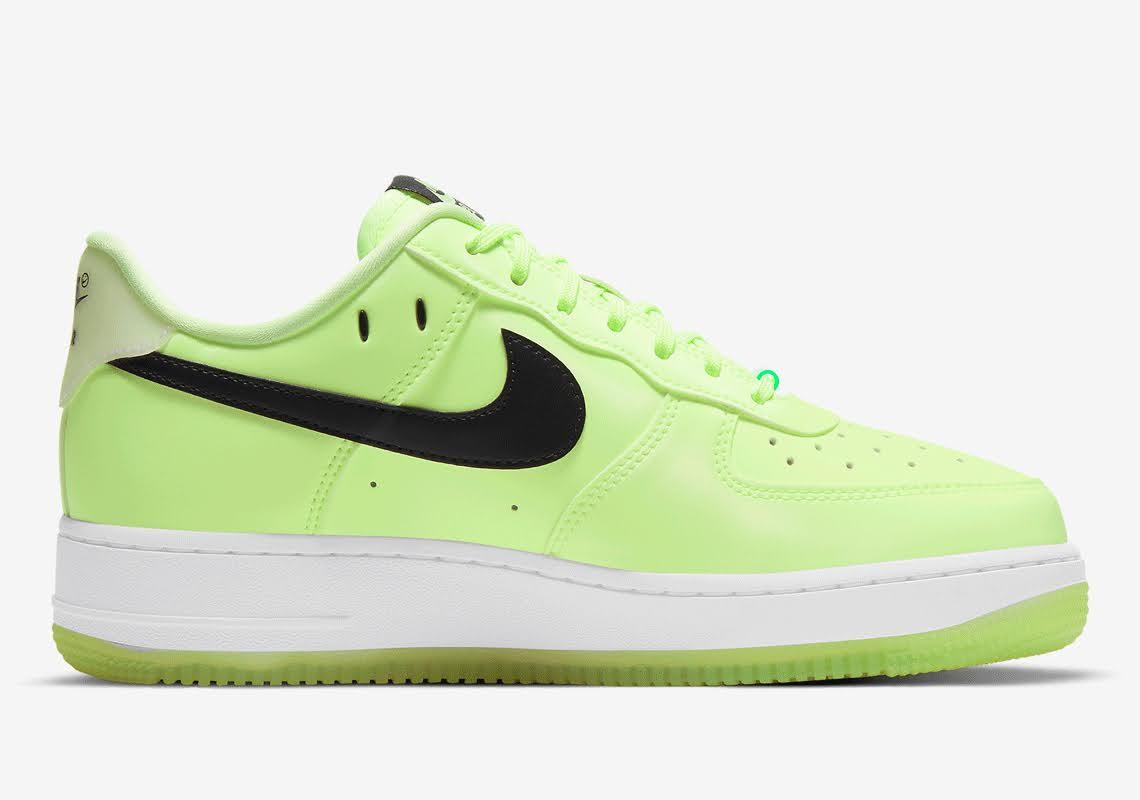 ナイキ エア フォース 1 ハブ ア ナイキ デー グロー イン ザ ダーク グリーン Nike-Air-Force-1-glow-in-the-dark-have-a-nike-day-CT3228-701 inside