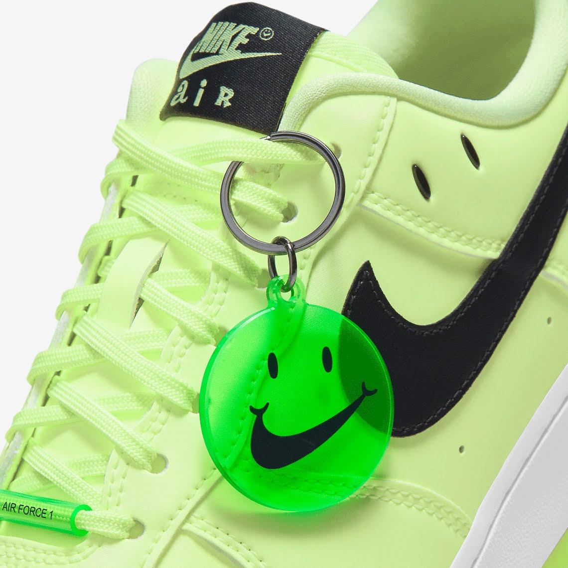ナイキ エア フォース 1 ハブ ア ナイキ デー グロー イン ザ ダーク グリーン Nike-Air-Force-1-glow-in-the-dark-have-a-nike-day-CT3228-701 charm