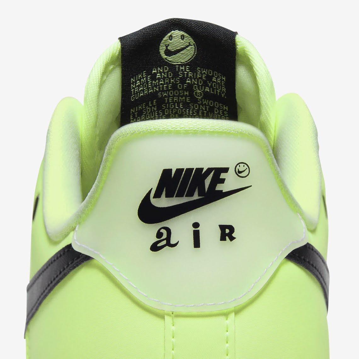 ナイキ エア フォース 1 ハブ ア ナイキ デー グロー イン ザ ダーク グリーン Nike-Air-Force-1-glow-in-the-dark-have-a-nike-day-CT3228-701 heel logo