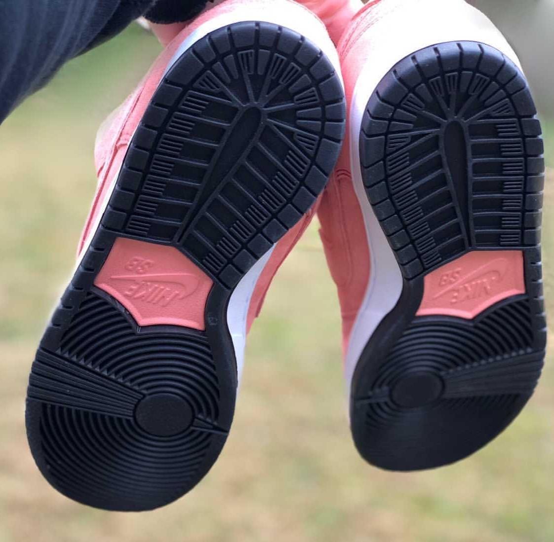 ナイキ SB ダンク ロー ピンク ピッグ nike-sb-dunk-low-pink-pig-first-closer-look-porsche-917-20-detail