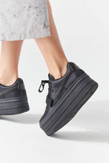 ブラック 黒 スニーカー レディース おすすめ モデル ブランド Black-Sneakers-for-Women 厚底