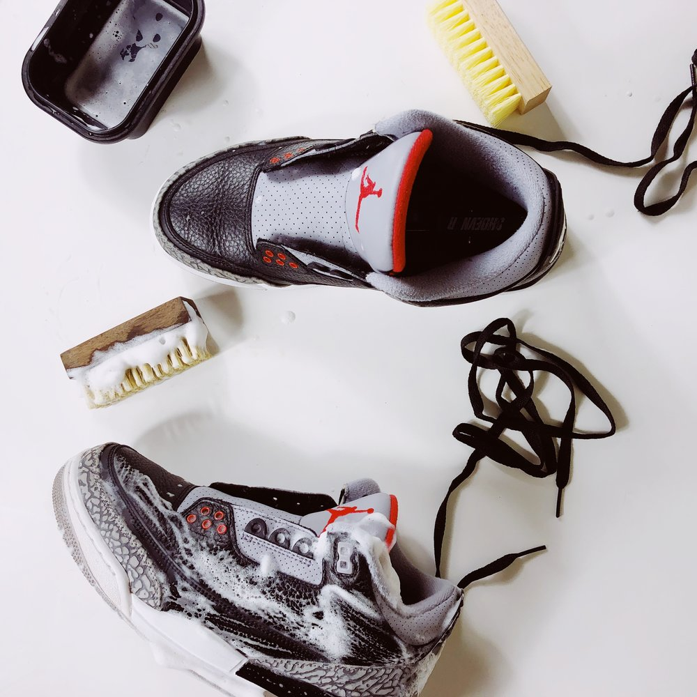 スニーカー 洗い方 ケア 方法 おすすめ how to clean your sneakers wash guide nike jordan black