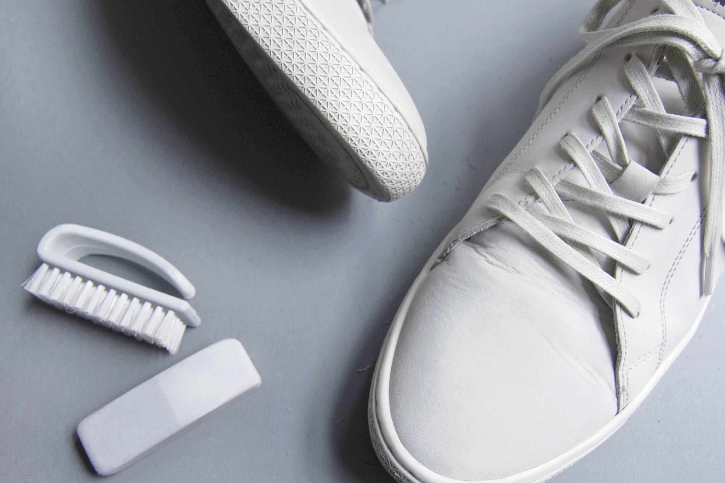 スニーカー 洗い方 ケア 方法 おすすめ how-to-clean-your-sneakers-wash-guide white