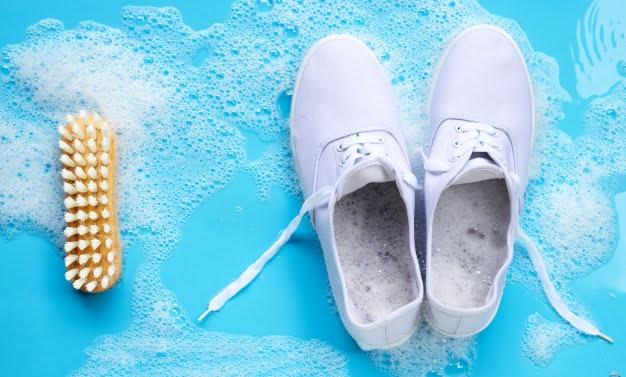 スニーカー 洗い方 ケア 方法 おすすめ how to clean your sneakers wash guide white