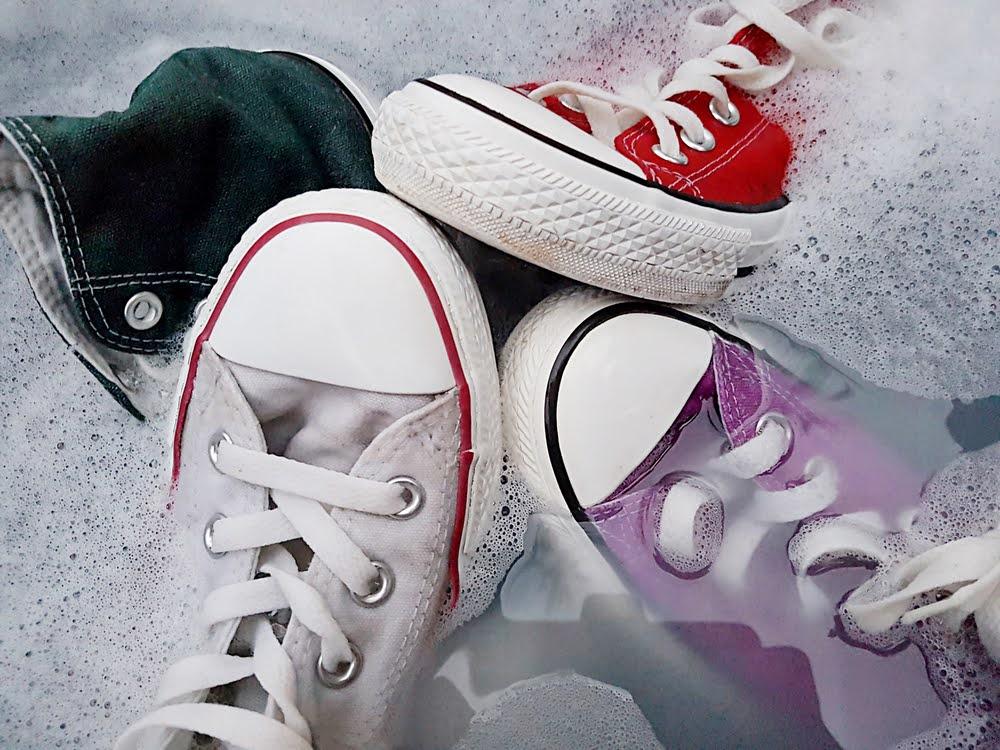スニーカー 洗い方 ケア 方法 付け置き how-to-clean-your-sneakers-wash-guide