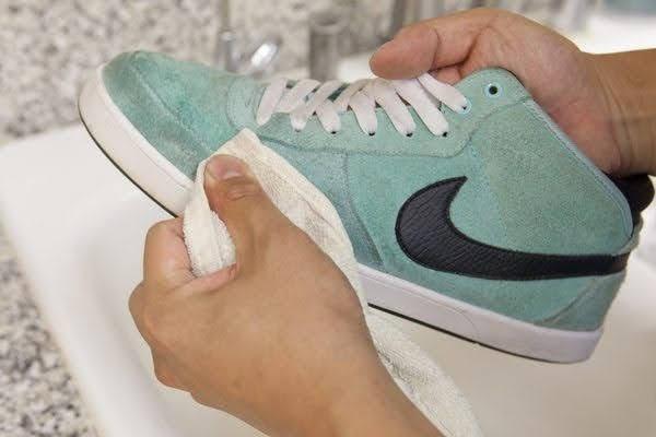 スニーカー 洗い方 ケア 方法 おすすめ how-to-clean-your-sneakers-wash-guide suede nike