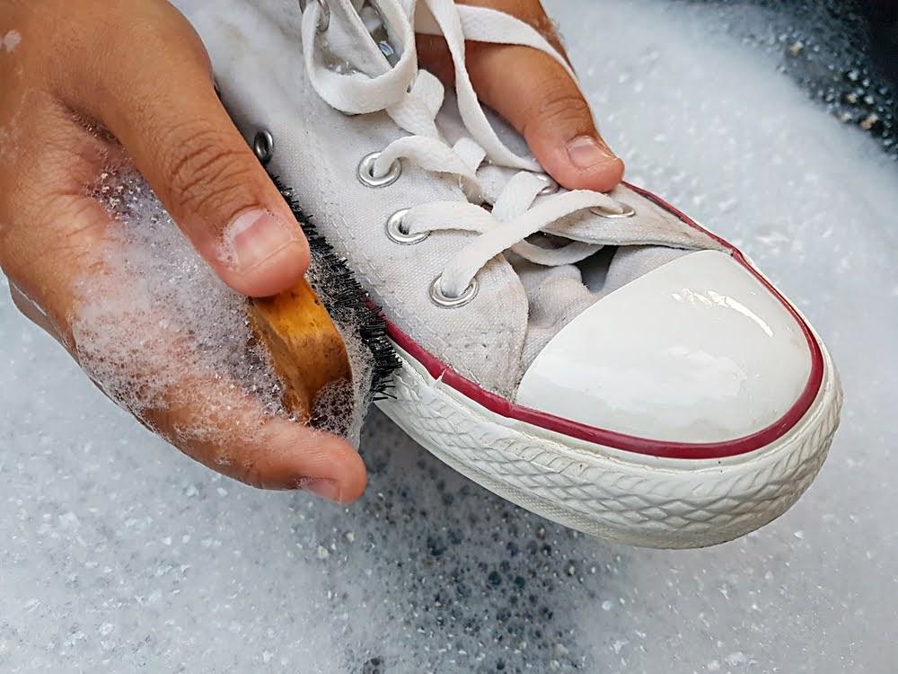 スニーカー 洗い方 ケア 方法 おすすめ sneakers-how-to-wash white sole