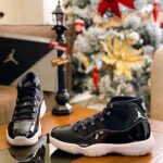 クリスマススニーカー特集2020年版 Air Jordan 11 Jubilee with Christmas decoration around