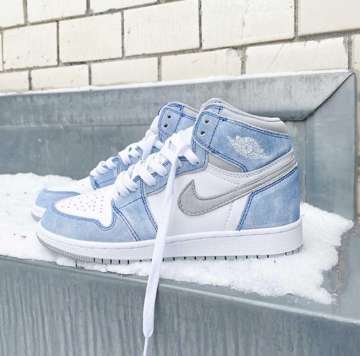 """ナイキ エア ジョーダン 1 ハイ OG """"ハイパーロイヤル"""" Nike-Air-Jordan-1-Hyper-Royal-555088-402 detail main"""
