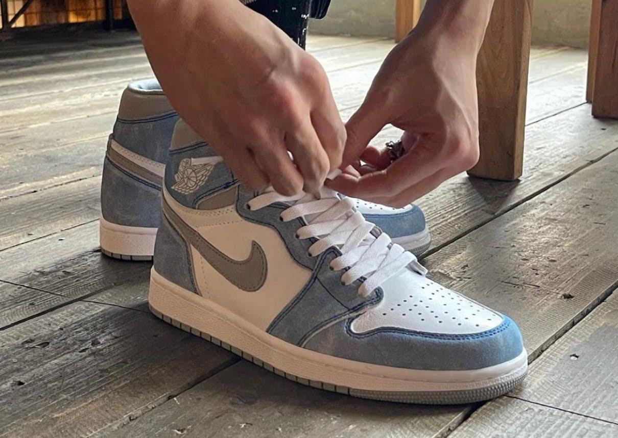 "Nike Air Jordan 1 High OG ""Hyper Royal"" / ナイキ エア ジョーダン 1 ハイ OG ""ハイパーロイヤル"" 555088-402 wearing image"