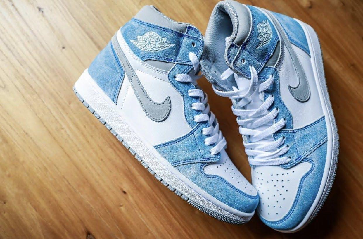 """Nike Air Jordan 1 High OG """"Hyper Royal"""" / ナイキ エア ジョーダン 1 ハイ OG """"ハイパーロイヤル"""" 555088-402 image sneaker swoosh"""