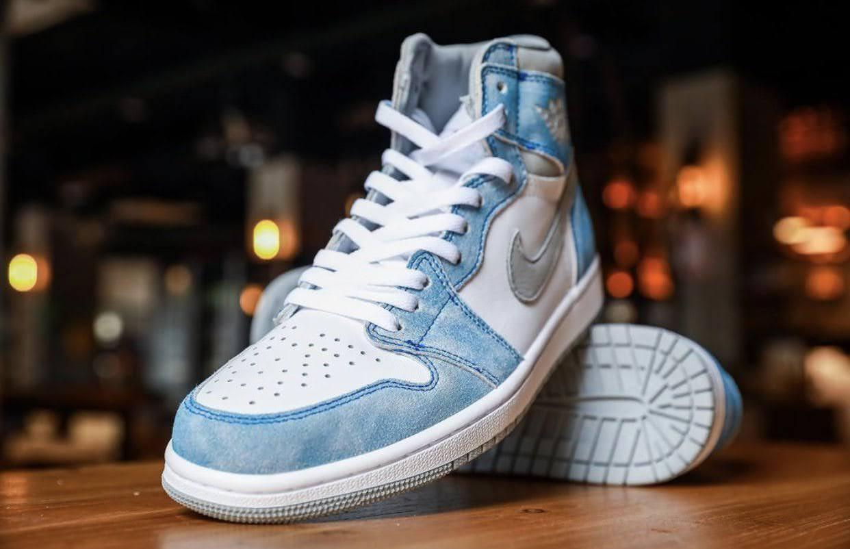 """Nike Air Jordan 1 High OG """"Hyper Royal"""" / ナイキ エア ジョーダン 1 ハイ OG """"ハイパーロイヤル"""" 555088-402 image sneaker main"""