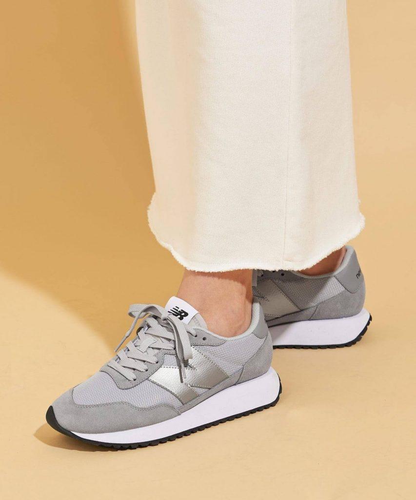 ニューバランス WS237/ グレー New-Balance-WS237-Grey-on-feet