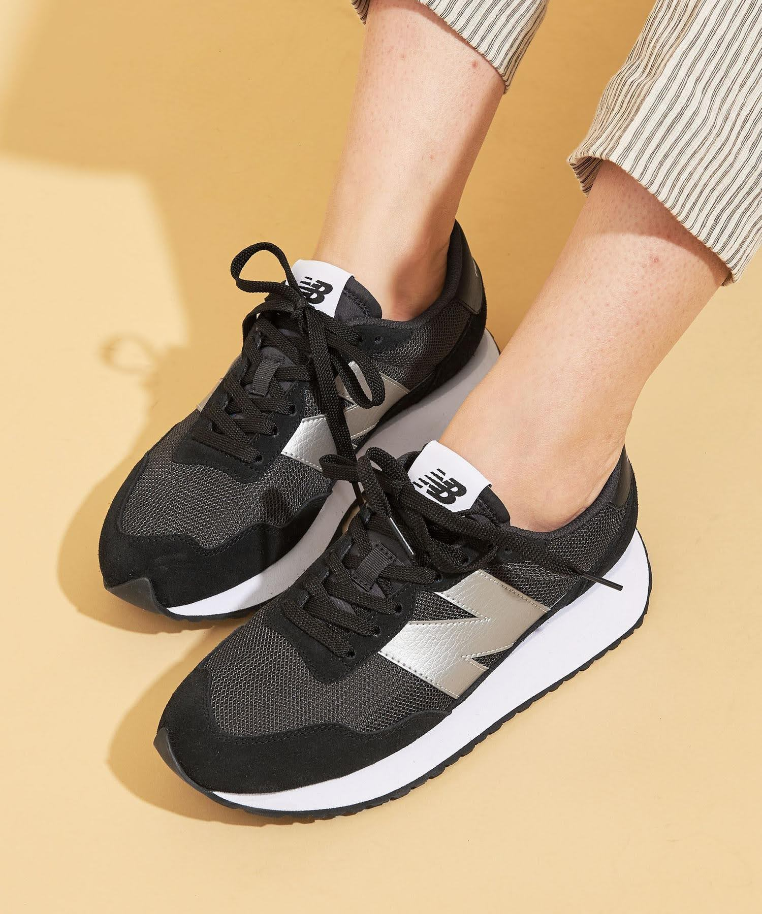 ニューバランス WS237/ ブラック New-Balance-WS237-Black-on-feet