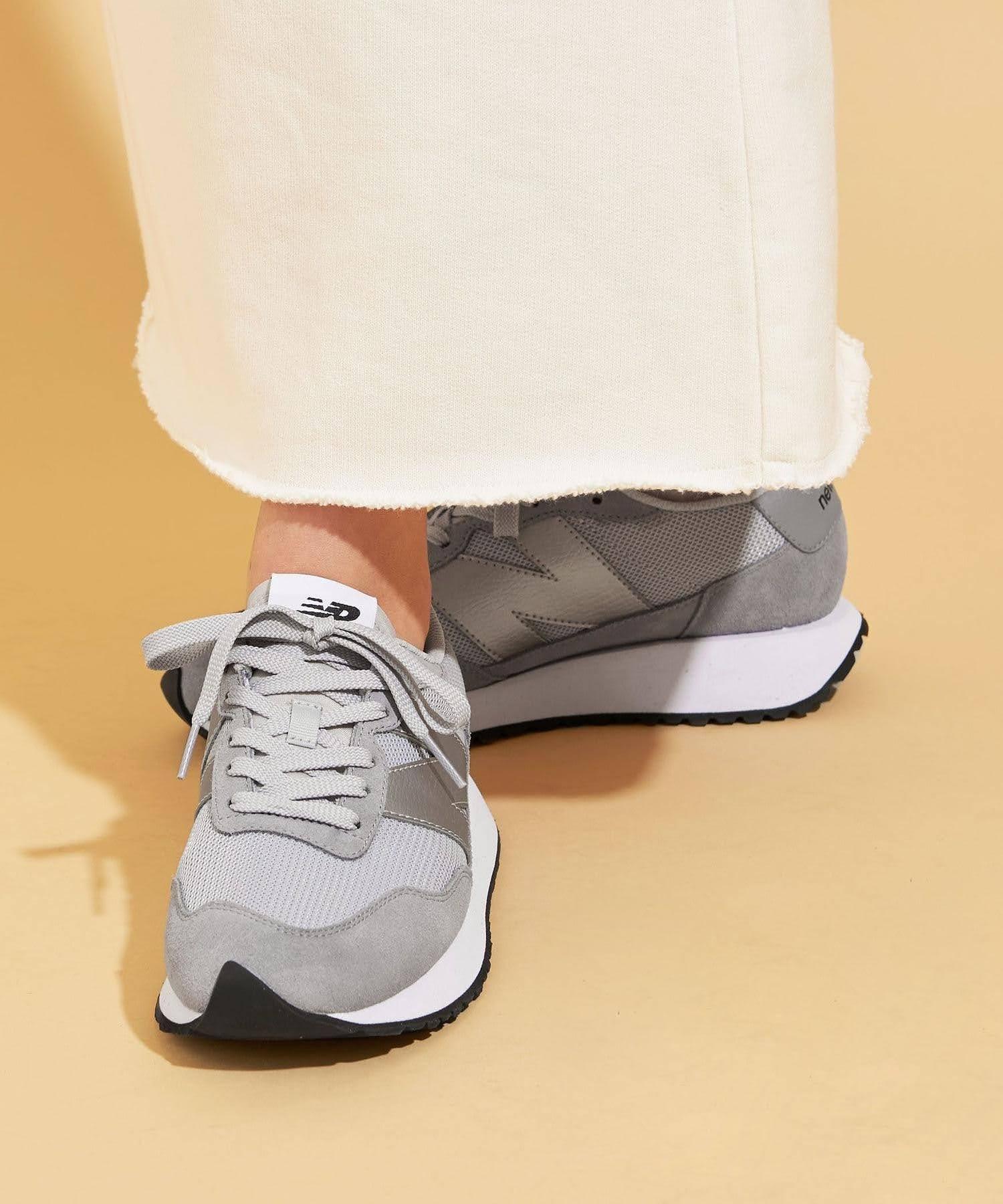 ニューバランス WS237/ グレー New-Balance-WS237-Grey-on-feet-2