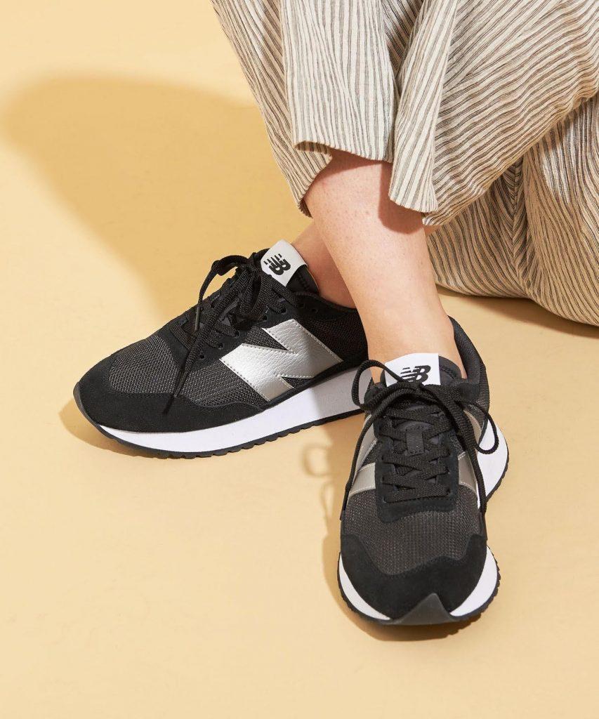 ニューバランス WS237/ ブラック New-Balance-WS237-Black-on-feet-3