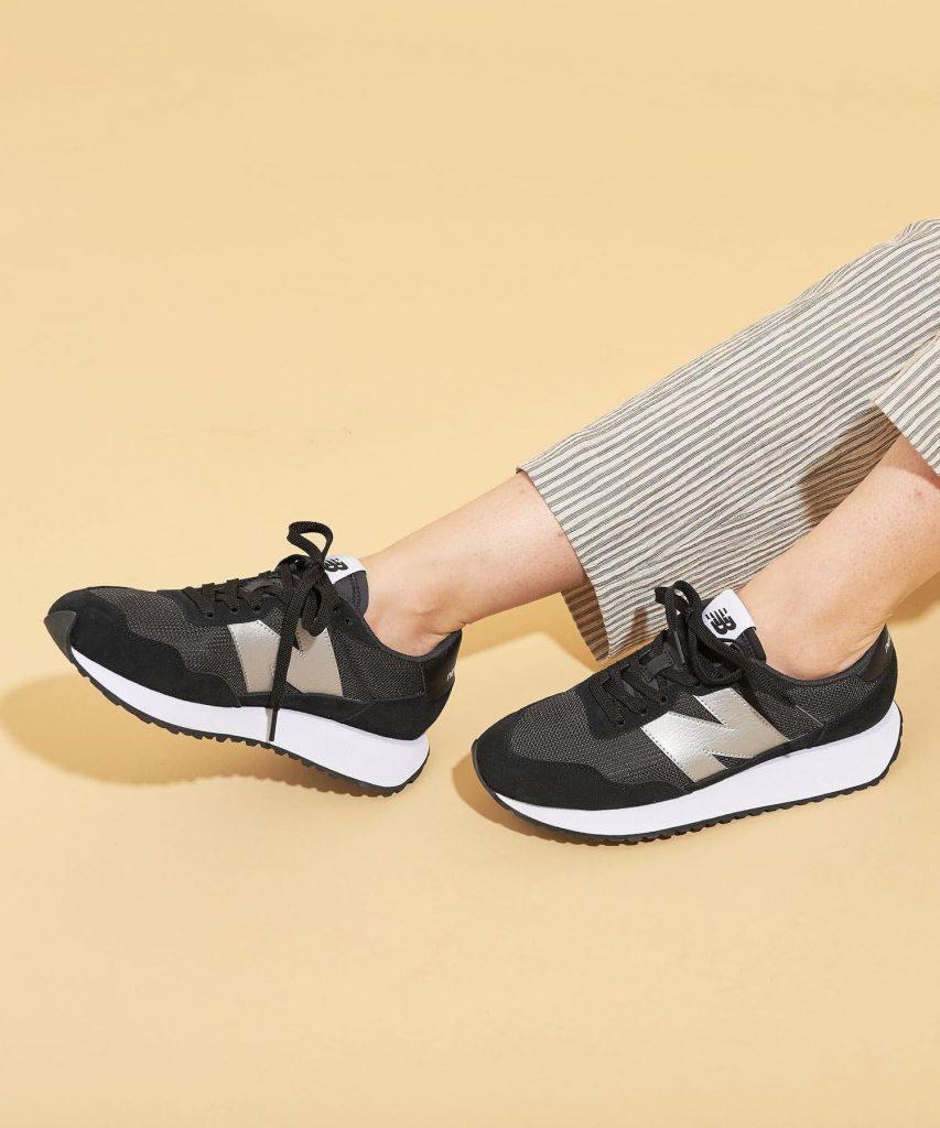ニューバランス WS237/ ブラック New-Balance-WS237-Black-on-feet-4