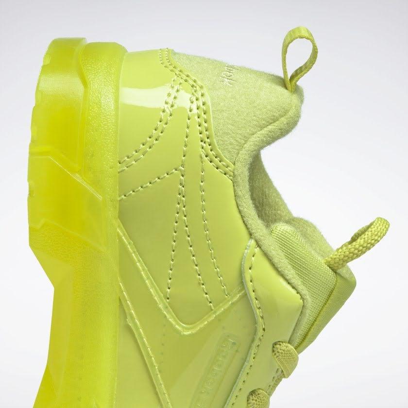 リーボック × カーディビー (トドラー)/ クラブ シー カーディ (ハイヴィスグリーン) Reebok_Club_C_Cardi_Toddler_High_Vis_Green_H02572-side-heel-closeup