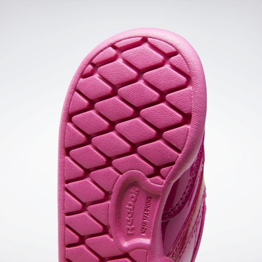 リーボック × カーディビー (トドラー)/ クラブ シー スリップオン (ダイナミックピンク) Reebok_Club_C_Cardi_Slip_on_Toddler_Pink_H02518-sole-closeup