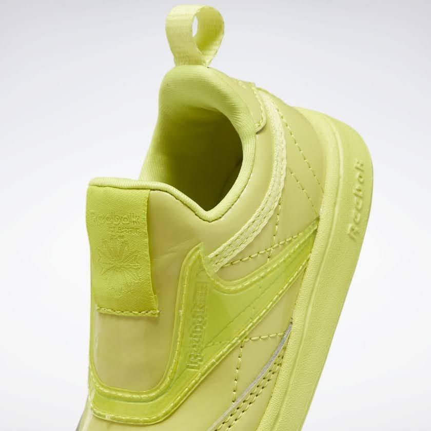 リーボック × カーディビー (トドラー)/ クラブ シー スリップオン (ハイヴィスグリーン) Reebok_Club_C_Cardi_Slip_on_Toddler_High_Vis_Green_H02520-side-closeup